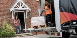 Read more about the article Tail Lift and Pallet Truck Guidance for Safer Deliveries