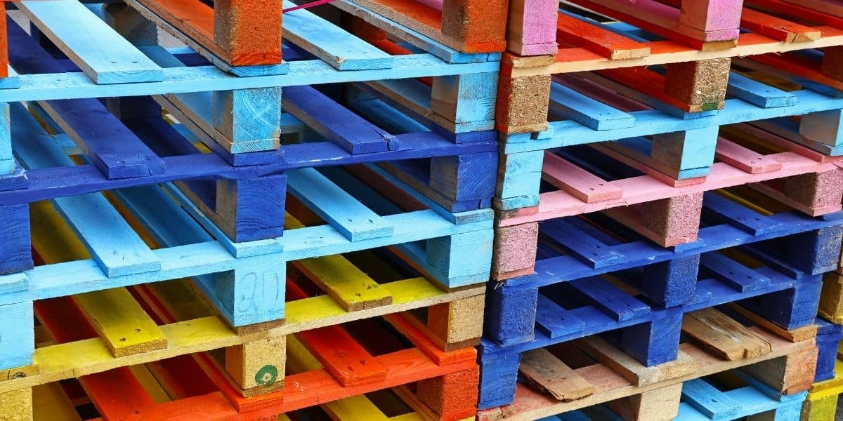 Read more about the article The safe handling of pallets